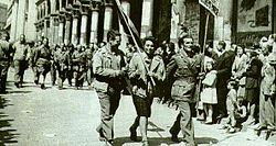250px-Partigiani_sfilano_per_le_strade_di_milano