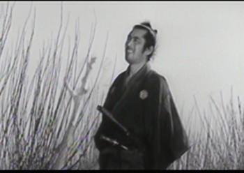 Toshirô Mifune nella parte di Sanjuro, samurai vagabondo e senza nome in La sfida del samurai