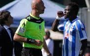 """le proteste di Muntari all'arbitro per i """"buuuu"""" razzisti: quando lo sport non è più tale"""
